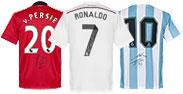 Gesigneerde voetbalshirts en foto's